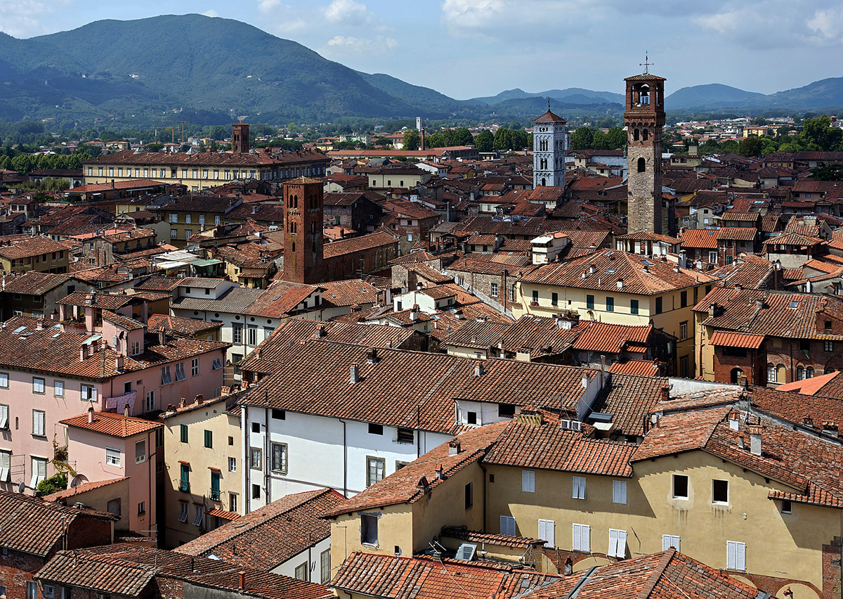 With 5G, network slicing could allow cities such as Lucca in Italy to provide reliable mobile phone connectivity at times of high demand. Image credit - Myrabella / Wikimedia Commons, licensed under CC BY-SA 3.0