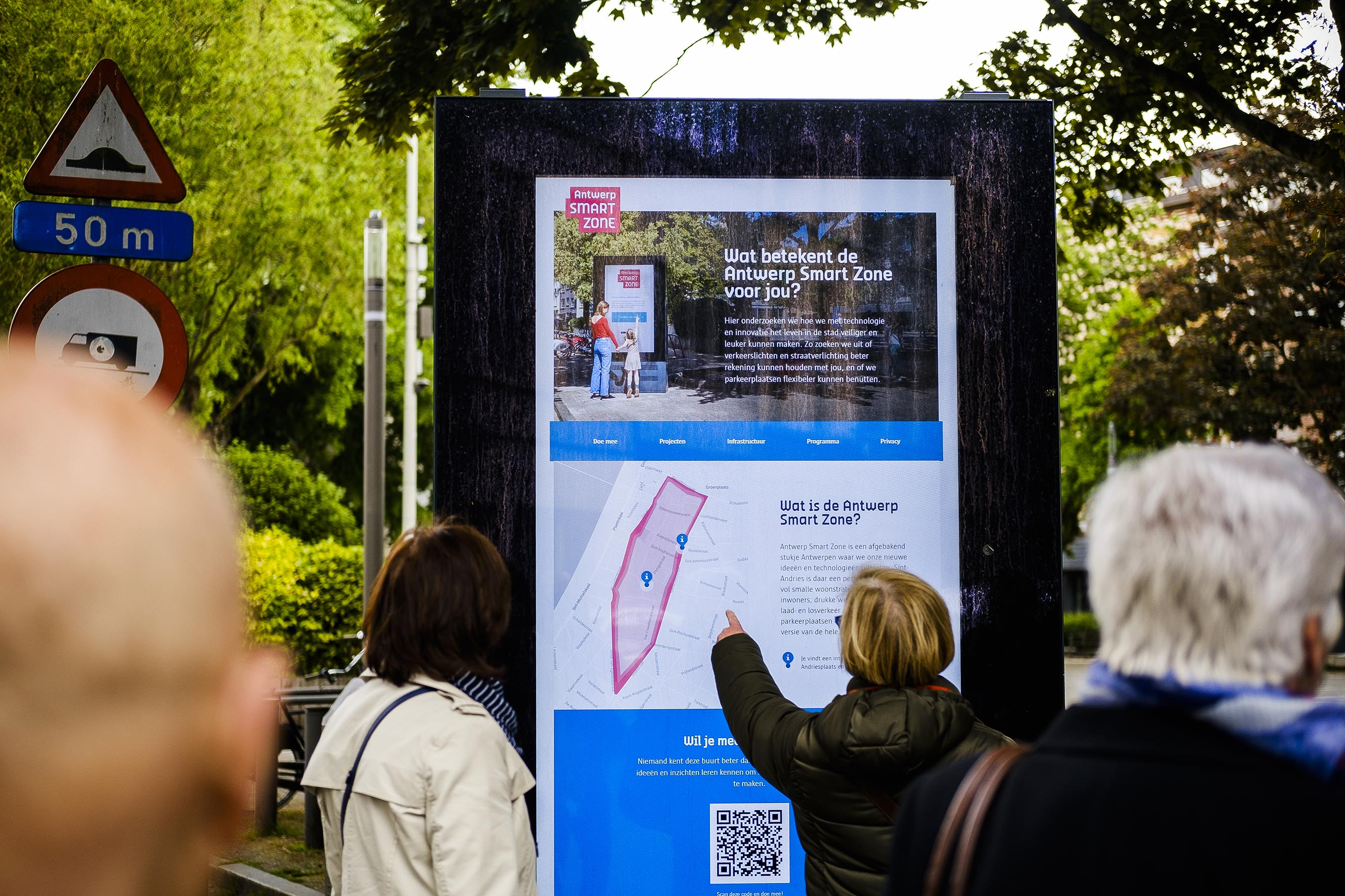 Neighbourhood residents are collaborating to design public screens that provide information about the area, particularly for those without a mobile phone or the internet.  Credits: Victoriano Moreno