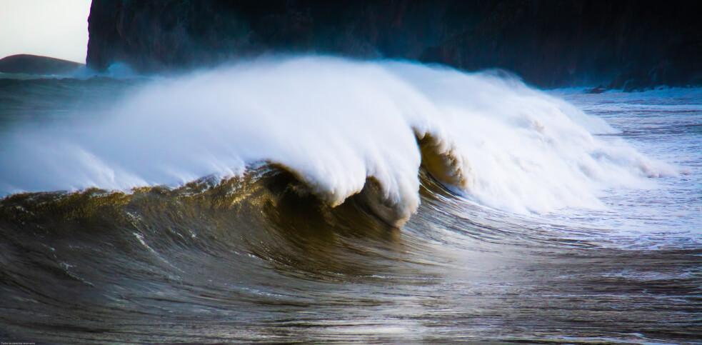 研究表明,由于来自非洲的干燥空气快速吹动,地中海的海啸在夏季趋于增强。 图片来源-Jorge Garcia / Unsplash