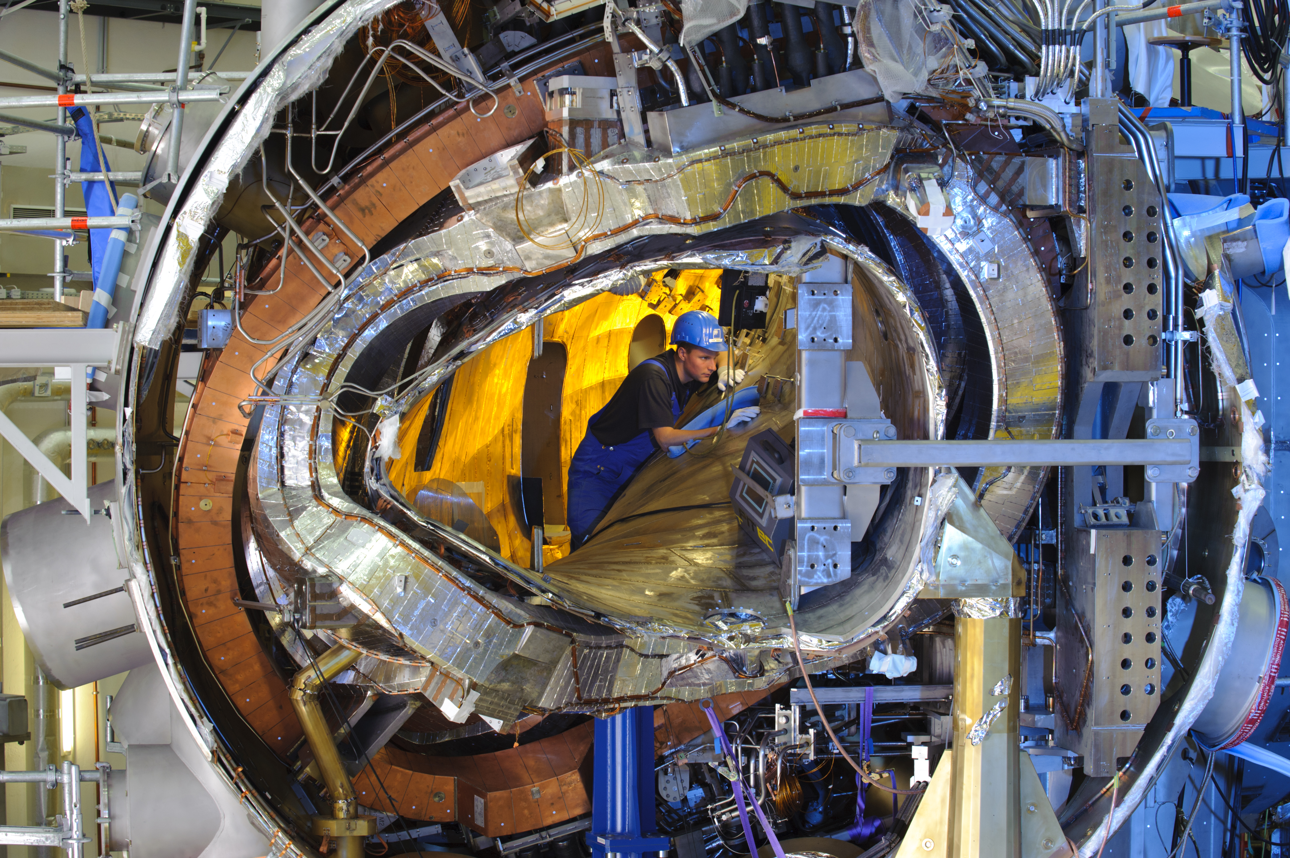 Twisting Design Of Fusion Reactor Is Thanks To Supercomputers Nuclear Power Plant Layout The Wendelstein 7 X Allows For A Magnetic Field Hold High Temperature Ionised Plasma In Place Thus Allowing Stable