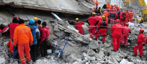 Robots could help rescuers to find people buried under the rubble after a disaster. © Shutterstock/fotostory