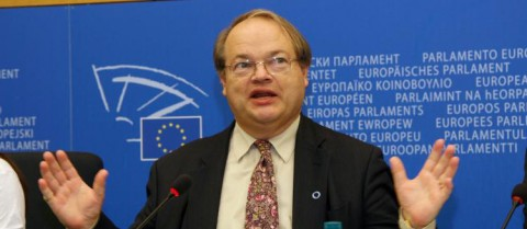 John Bowis founded the EU Diabetes Working Group when he was a Member of the European Parliament © European Union 2007PE-EP
