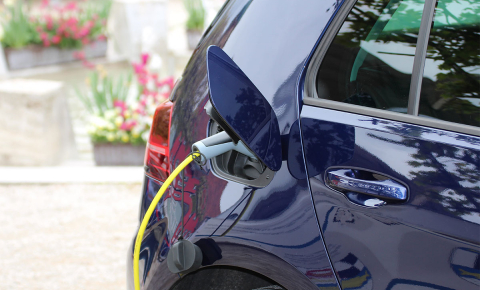 Scientists are working to increase the number of charging cycles a lithium-sulphur battery can go through before it fails in order to make it a realistic alternative to today's lithium-ion design. Image credit - Pxfuel, public domain