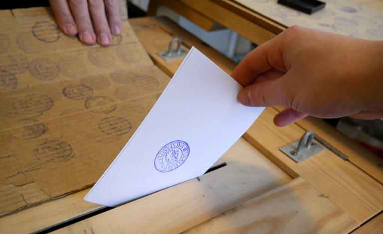 Voting in a polling booth and online voting are like apples and pears - it's not a matter of just replacing one with another, says Dr Kremer. Image credit - Santeri Viinamäki, licensed under CC BY-SA 4.0