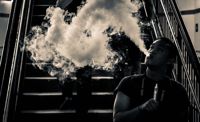 E-cigarettes contain nicotine, benzene and other carcinogenic compounds, which could affect the health of users and bystanders. Image credit: 'Smoke Screen (16582794210)' by micadew is licensed under CC BY-SA 2.0