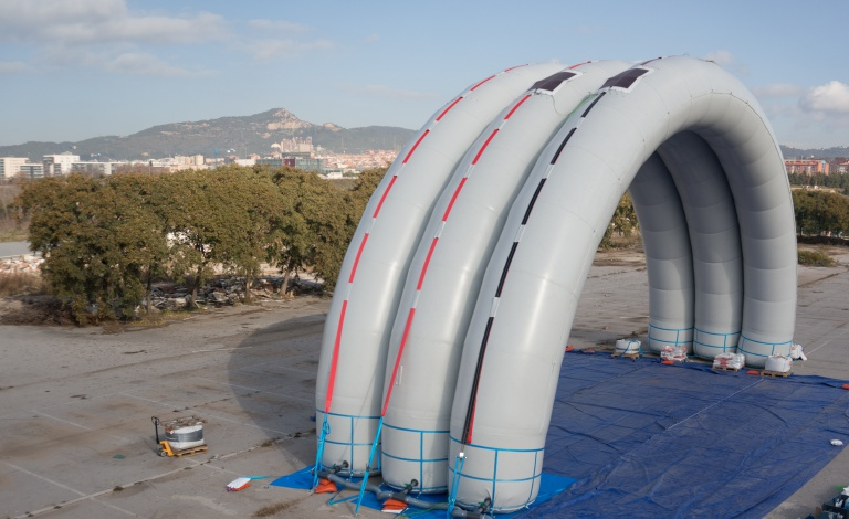 The uLites shelter can be extended by adding more tubes, giving emergency services the ability to create large structures to help people after a disaster. Image courtesy of Buildair