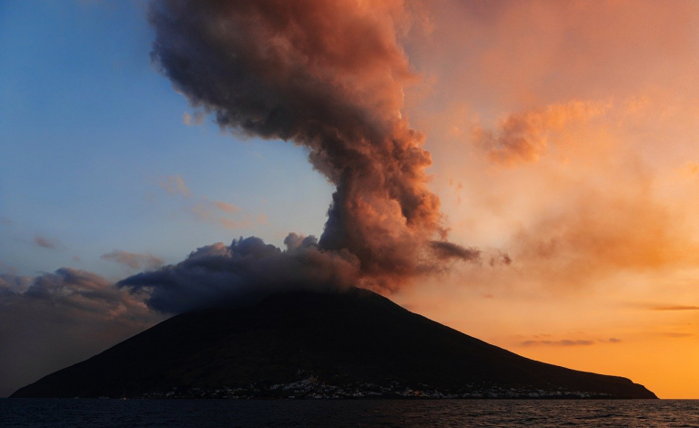 As speech and seismic signals have properties in common, speech recognition techniques are being used to understand what volcanoes are saying and when they might erupt. Image credit - milito10/ Pixabay, licenced under CC0