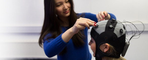 Chung Yen Looi from Cohen Kadosh Lab preparing a participant for a brain stimulation and cognitive training session. Courtesy of Amy Hong