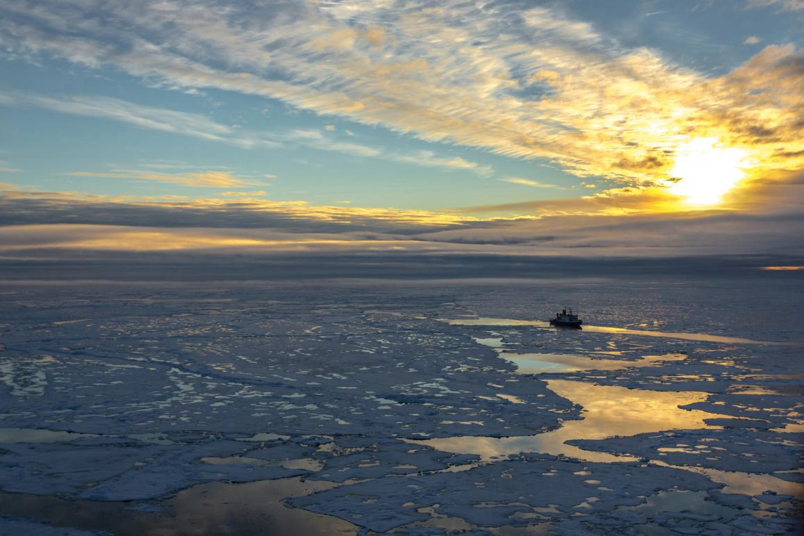 Ice cover in the Central Arctic Ocean is permeated by areas of open water and melting pools that the Polarstern is crossing. Photo: Stefan Hendricks, AWI