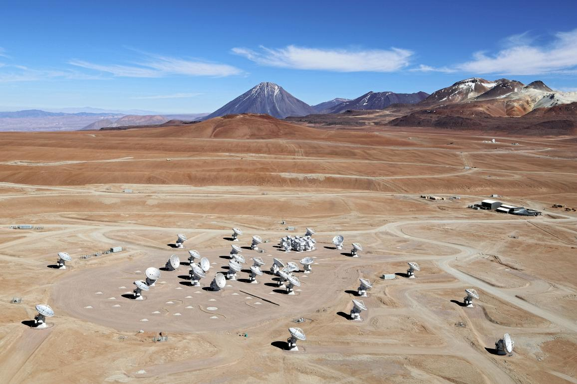The array of ALMA antennas is located in the Chilean Andes, on the Chajnantor Plateau, near the border with Bolivia and Argentina, at an altitude of 5000 metres above sea level. © ALMA (ESO/NAOJ/NRAO)