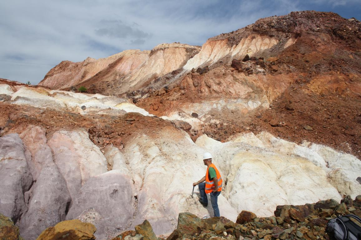 The EU-funded ACID-MARS project is investigating whether Martian clay minerals were formed from chemical processes involving water and acid. Clays are abundant on Mars, indicating an extensive presence of water at an early stage of the planet, said project coordinator Dr Javier Cuadros. The project is carrying out fieldwork to recreate conditions on Mars in Riotinto, Spain, a region which is often used as a stand-in for Mars due to its acidic and heavy-metal-rich conditions. Image: Christian Mavris