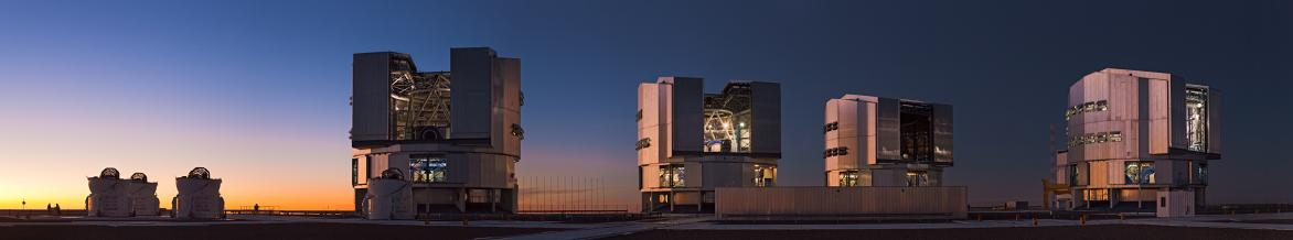 The VLT observatory includes four giant 8.2-metre Unit Telescopes and four smaller 1.8-metre Auxiliary Telescopes that can be used together in the interferometric mode. © ESO