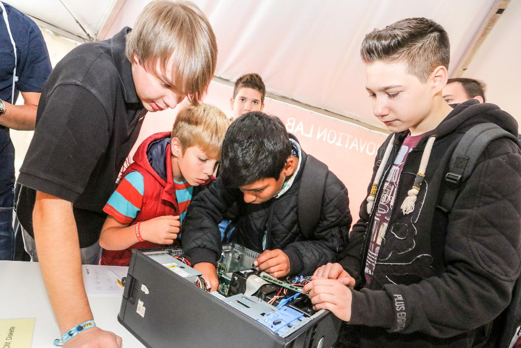 Vienna, Austria, is taking a hands-on approach to IT as seen at the Smart City Wien event where pupils dug around inside a computer to learn about how the hardware works. By interesting students early on, they hope to develop a long-term, citizen-centred approach to come up with the newest innovations and keep them at the forefront of IT innovation. Image credit: DigitalCity.Wien